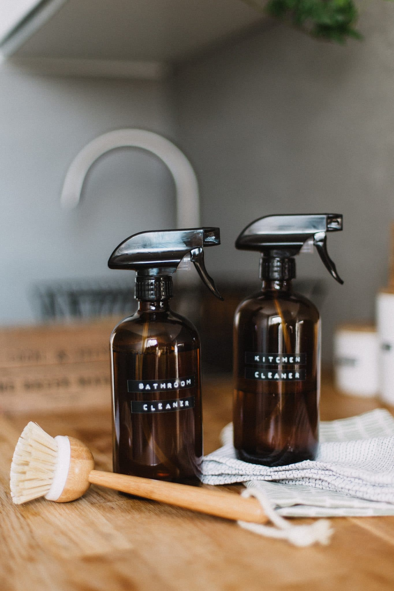 refillable-spray-bottles-for-green-cleaning-with-homemade-cleaners